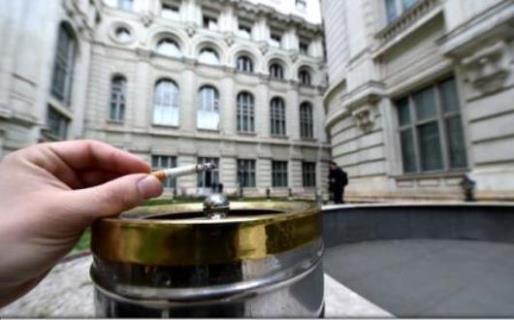 Unul din trei români fumează